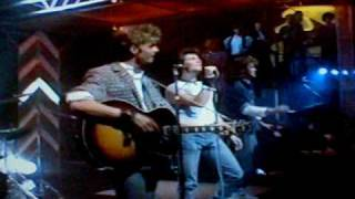 The Sun Always Shines On T.V. Live TOTP (1985)