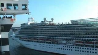 Queen Mary 2 & Azura Horn Battle Salute!
