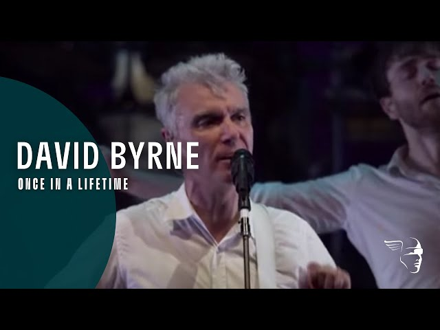 "Vídeo de la canción ""Once In A Lifetime (Ride, Rise Roar)"" de David Byrne."