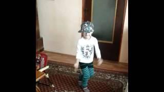 Ezel nicolas danseaza