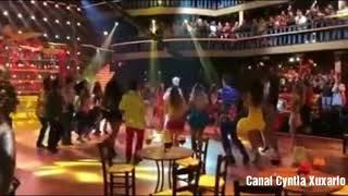 """Xuxa é recebida com a platéia toda do """"Dancing Brasil"""" cantando """"Parabéns"""""""