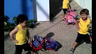 Entrada da escola das crianças