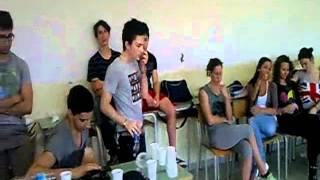 B-BOY-SMIRO La Mia Filosofia live in classe (con la bottiglia usata come microfono)