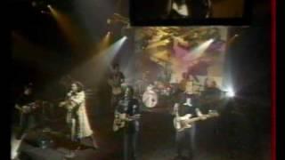 Eagle-Eye & Neneh Cherry - Long Way Around (NPA live, 2000)