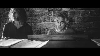 Andrea Bocelli, a sorpresa, canta a un matrimonio