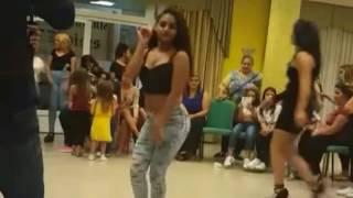 Gitana bailando música portuguesa una fiera