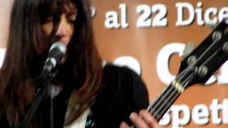 Il Genio - Pop Porno - live Milano Stazione Centrale 15-12-10.MOV