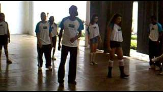 """Apresentação de dança de rua da ONG """"Olhar do Mangue"""""""