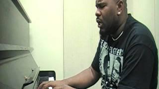 R-Kelly- BUMP'N'GRIND on piano