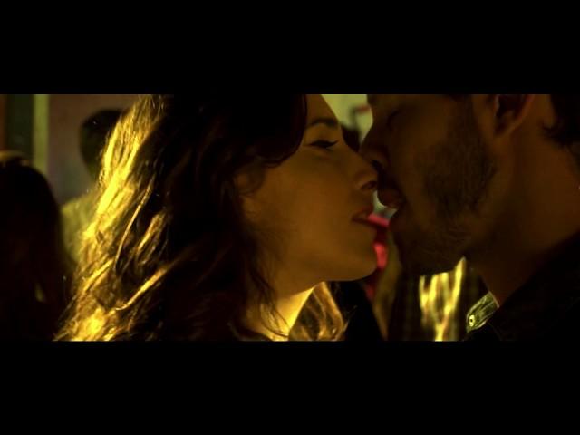 Miss Amanda Jones - Videoclip Afloja y Tira