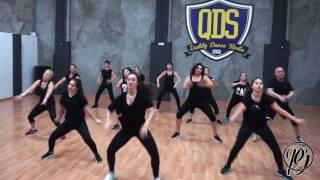 ZUMBA® | PAOLA GRANADA | Sacúdete la arena - Elvis Crespo
