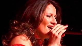 À Distância - Roberto Carlos por Alessandra Freire -ao vivo