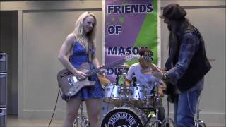 Samantha Fish and her bass player trading licks