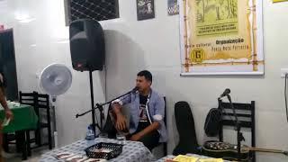 Poeta Neto Ferreira participando da cantoria dos irmãos Silva
