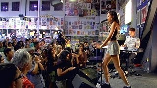 AlunaGeorge - Attracting Flies (Live at Amoeba)