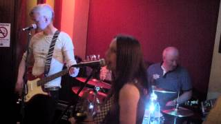 LIVE@O'CONNORS - Pumped up kicks - Caroline Jamieson
