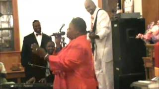 Wanda Barnes singing Owe God A Praise