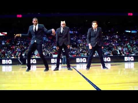 Niesamowity taniec w przerwie meczu