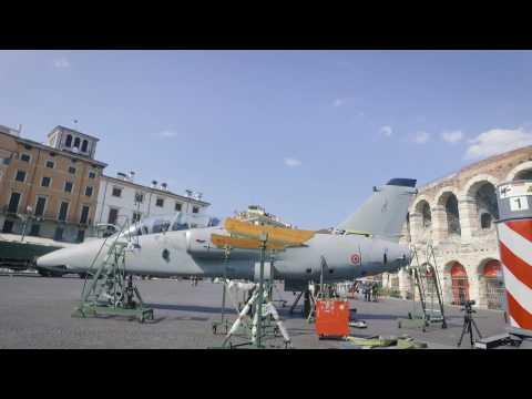 Autogru 220 ton in Piazza Brà a Verona per Aeronautica Militare