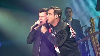 Robbie Williams & Rick Astley  - Never gonna give you up @ Manchester Etihad Stadium, 3-6-2017