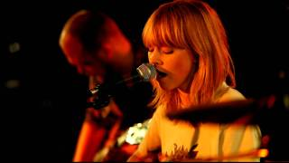 Lucy Rose - Middle Of The Bed (live at Manchester Ruby Lounge, 20th Oct 2011)