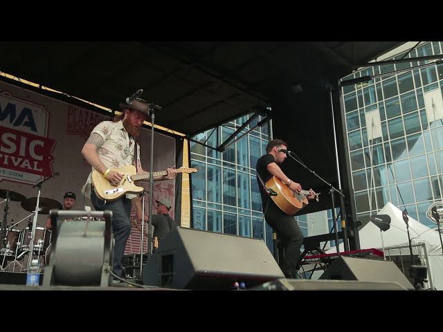 directo oficial del tema stay a little longer de brothers osborne