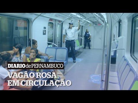 Vagão rosa entra em operação no Recife