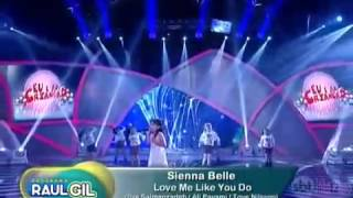 Amazing kid's voice, Cute little girl(sienna Belle) singing - love me like you do