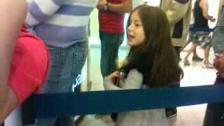 Isabela dançando para o Panico 2
