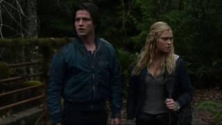 Bellarke: Bellamy watch Clarke (The 100: 01x09)