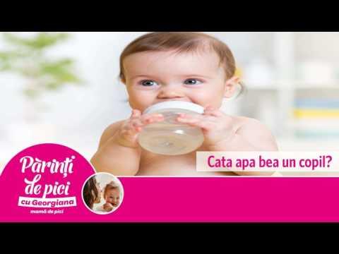 Cata apa bea un copil?