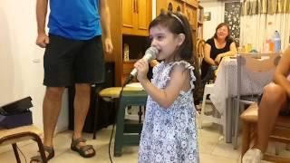 """Karaoke @Pipone - Vicky canta """"Libre Soy"""" de Frozen"""