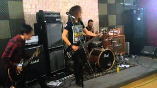 Life to live  (Intro) + (Muito Além do Fundo do Poço) ( Rock Together )