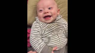 Risada de bebê !A melhor e mais gostosa risada do mundo do bebê capa de revista