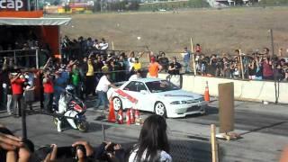 Expo carreras inacap 2011. Honda cbr 1000 v/s Nissan skyline gtr32