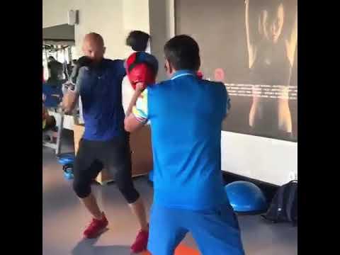 Главный тренер НСК Галымбек Кенжебаев и Василий Левит