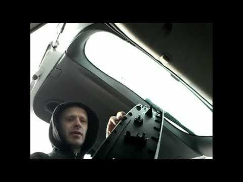 Как снять обшивку карту задней двери багажника RENAULT MEGANE(10-)demontaz tapicerki drzwi klapy tyl