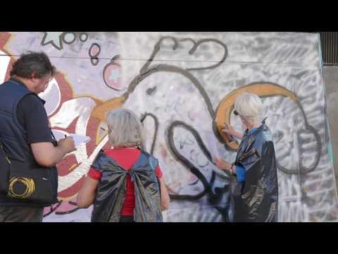 Galet kul med graffiti