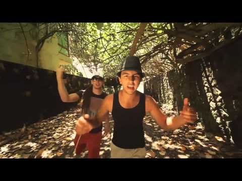 Pa La Calle de Cocoa Roots Letra y Video