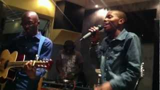 """DeepEchoes Covering John Legend's """"She Dont Have To Know"""" at Comfort Zone Clermont"""