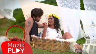Zeynep Bektaş - Sen Bir Yana (Official Video)