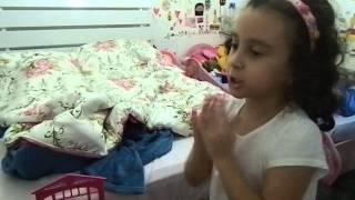 ANA LUIZA - BRINCADEIRAS COM AS MÃOS