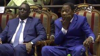 Yayi Boni surpris en train de faire sa toilette en public