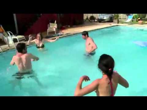Насрала в бассейн