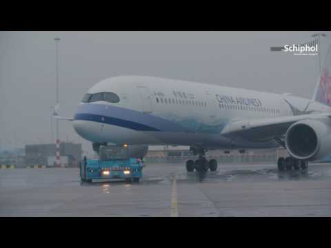 Schiphol presents.. China Airlines A350