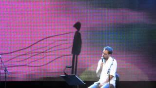 ANTÓNIO ZAMBUJO (Voz e Guitarra) @ Terreiro do Paço (O meu amor existe) 4-7-2015 MVI 4232