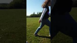 Ellie enjoying walking barefoot on the grass! Family vlog ❤