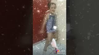 Minha irmã dançando bum bum Tam Tam 😅