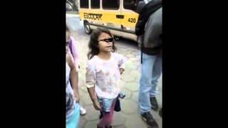 Deal With It (Menina de 8 anos humilha de 14)