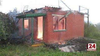 В пожаре сгорело два садовых домика